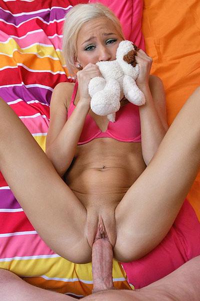 порнофото маленькая девушка на большом члене