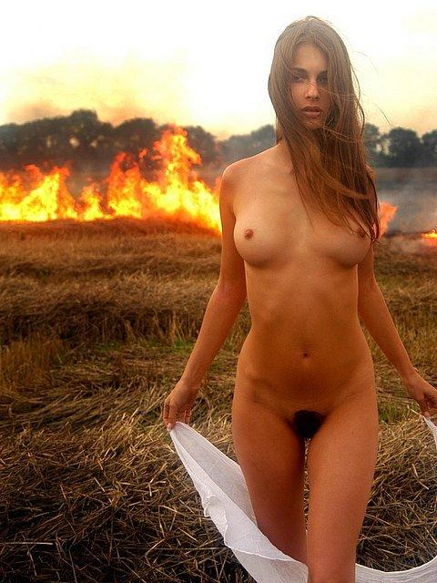 Ризди пози фото обнаженных дивчина