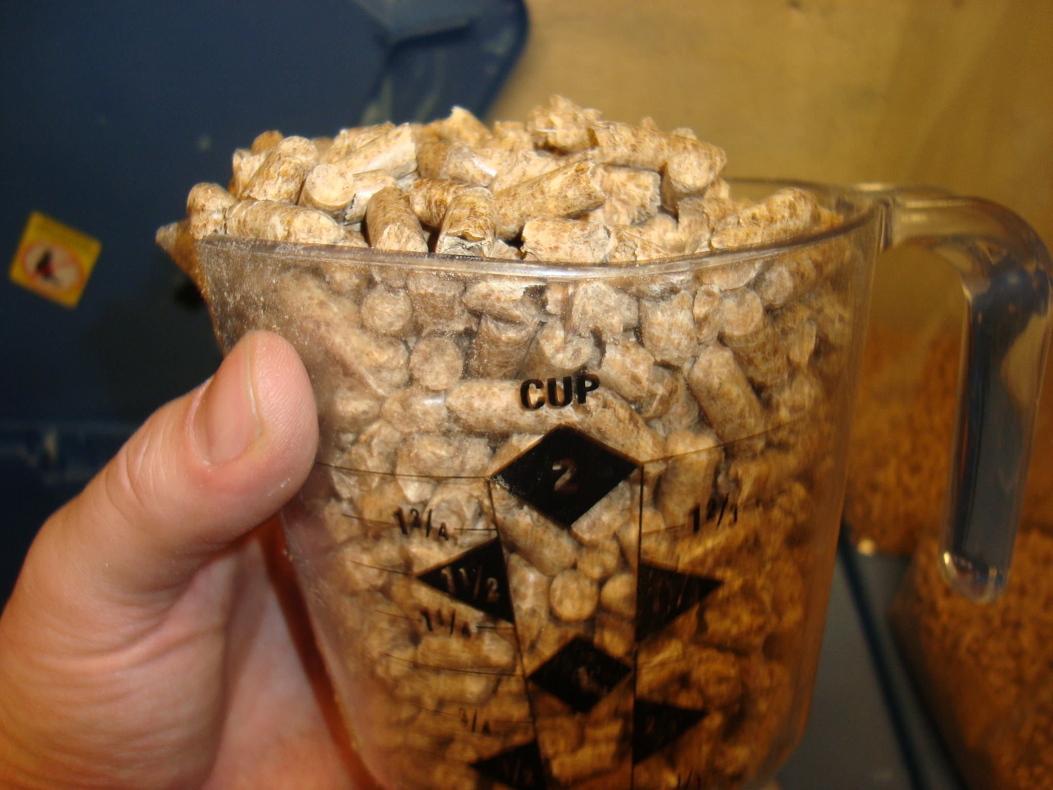How Frank makes sawdust bags from fuel pellets  - Gourmet