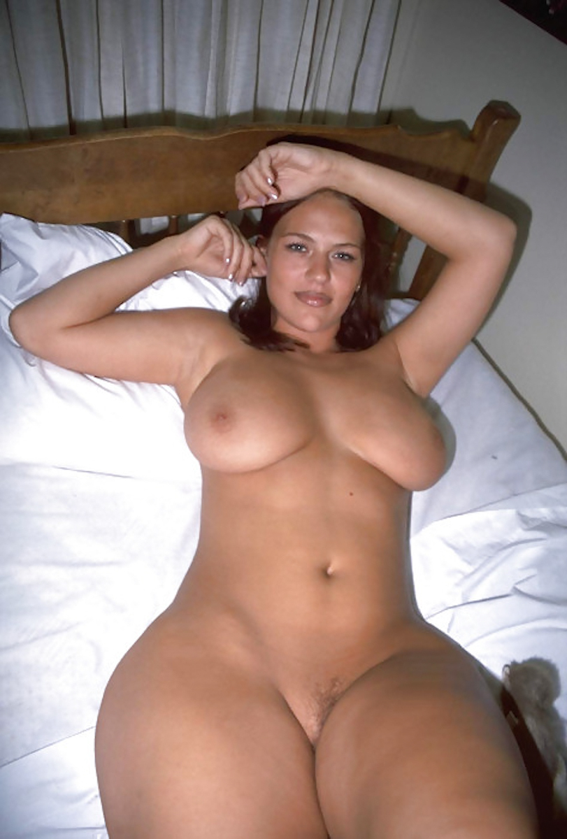 thick woman nude selfie