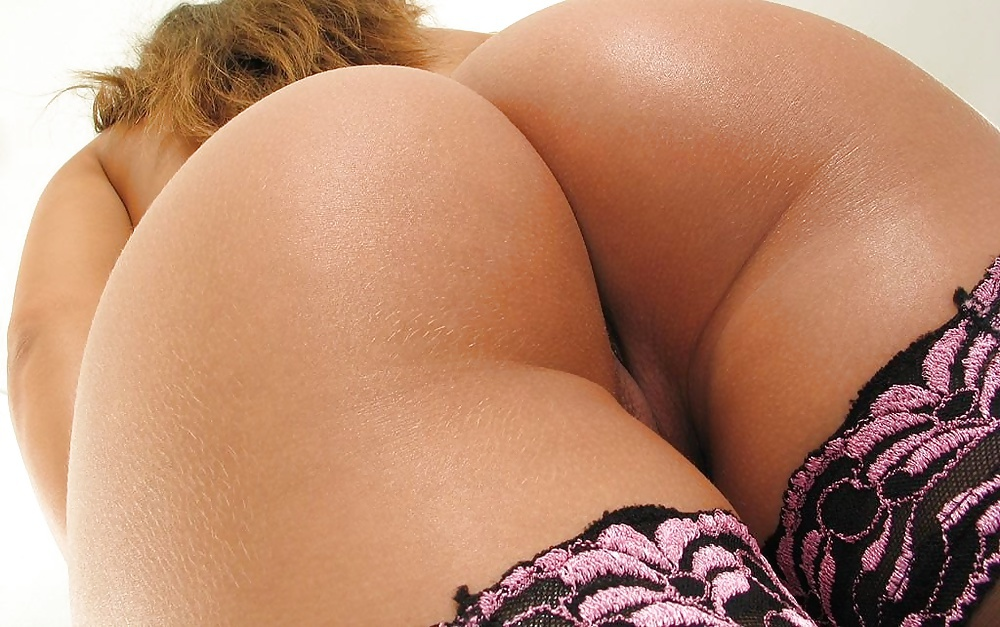 голая женская попа фото